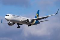 Ukraine International Airlines Boeing 767-33A(ER) Toronto/Pearson Intl - Toronto - (CYYZ / YYZ), Canada UR-GEC cn:25533 Декабрь 8, 2018  Golf